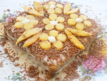 Торт из печенья и сгущенки на скорую руку с фото